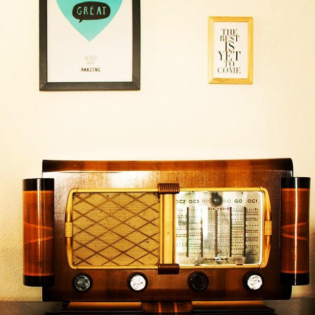 Trop contente de mon poste vintage !  Bon samedi :) #vintage #poste #radio #hema #bloomingville