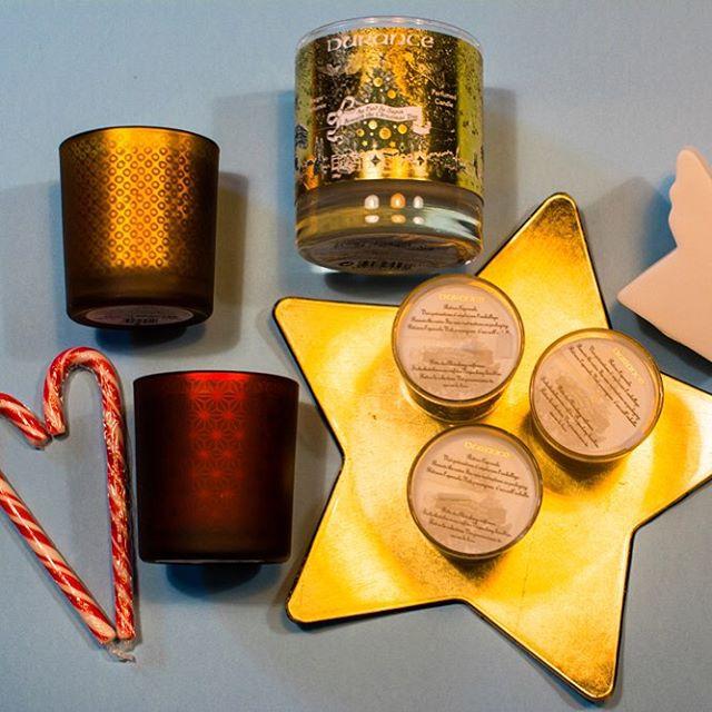 Les bougies de la collection de Noël de Durance sont une tuerie !!! Odeurs spéculos, fleur de Noël, poudre d'ange, etc... Merci @durance_france ! Quelles sont vos bougies préférées ? #bougie #candle #durance #noel #christmas #star #etoile #dore #gold #rouge #red